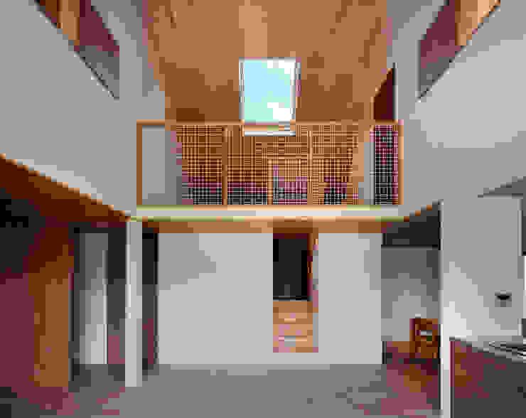 Moderne Wohnzimmer von ピークスタジオ一級建築士事務所 Modern