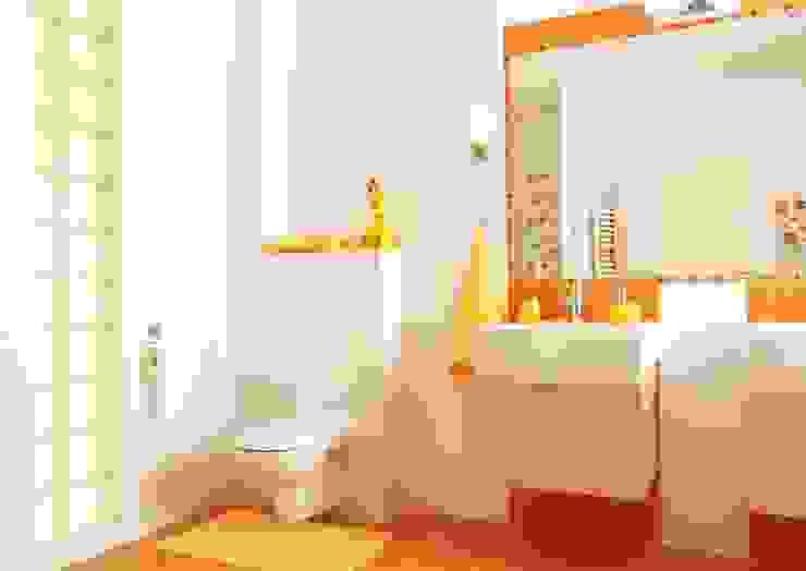 Moderne Badezimmer von Klausroom Modern Holz-Kunststoff-Verbund