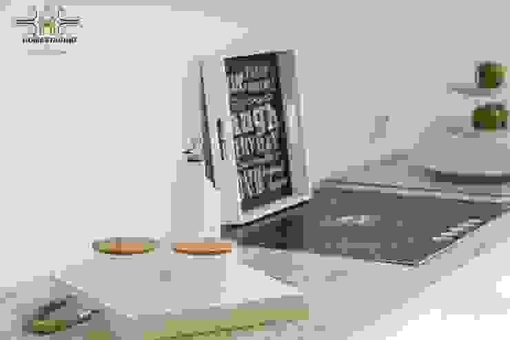 minimalist  by HOMESTAGING Sandra Fischer, Minimalist Ceramic