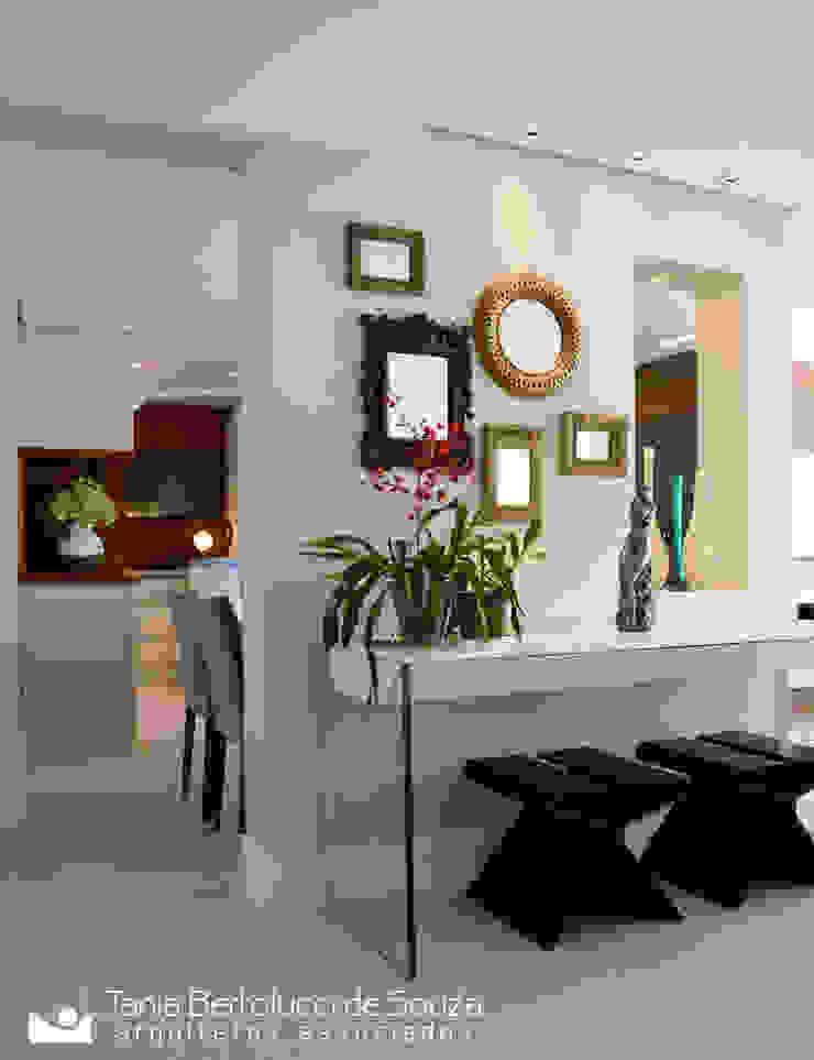 Modern Corridor, Hallway and Staircase by Tania Bertolucci de Souza | Arquitetos Associados Modern