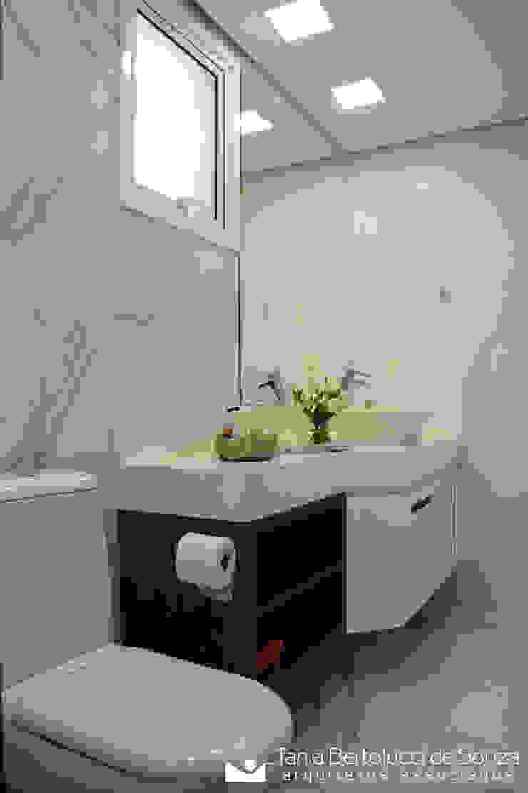 Modern bathroom by Tania Bertolucci de Souza | Arquitetos Associados Modern