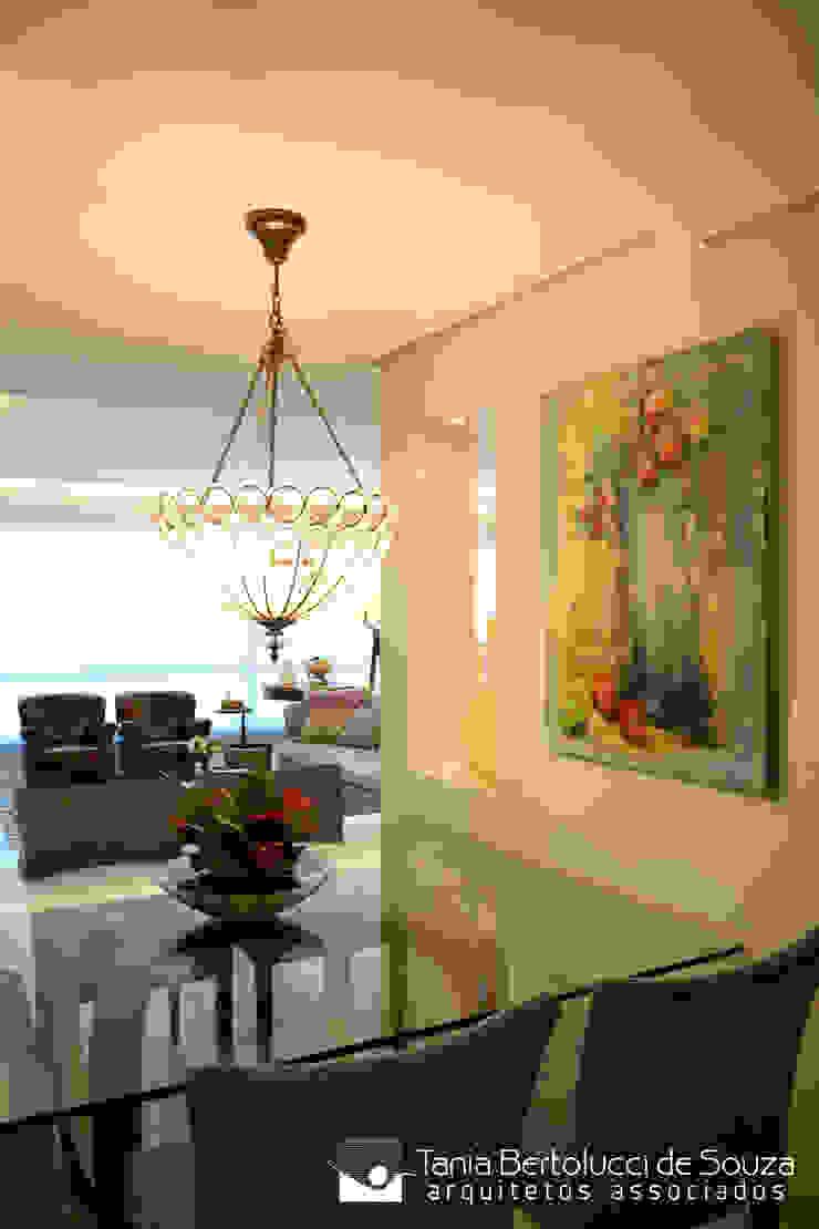 Modern dining room by Tania Bertolucci de Souza | Arquitetos Associados Modern