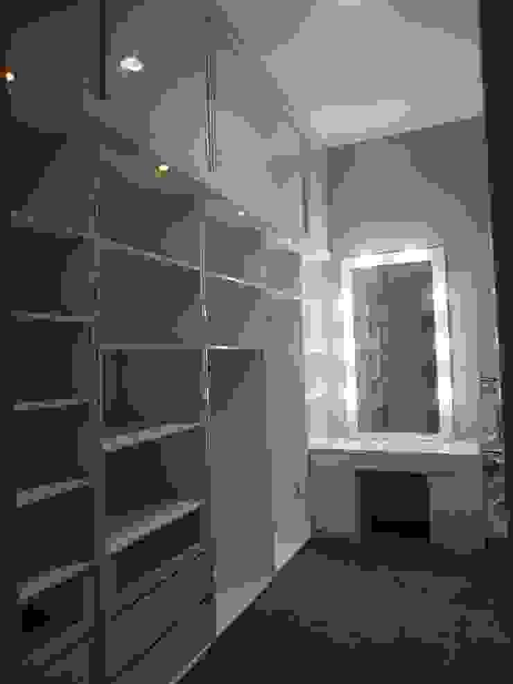 wardrobe :modern  oleh luxe interior , Modern Kayu Lapis