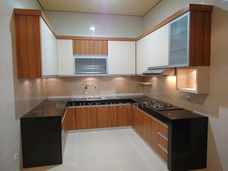 dapur:modern  oleh luxe interior , Modern Kayu Lapis