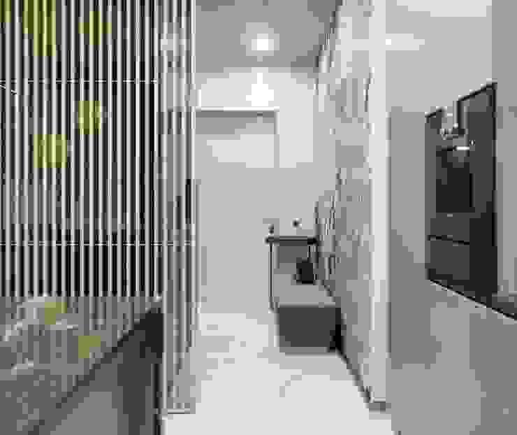 Pasillos, vestíbulos y escaleras de estilo ecléctico de ANARCHY DESIGN Ecléctico Mármol