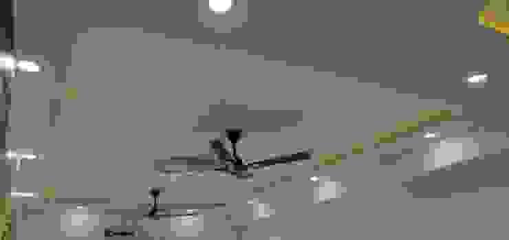 Gypsum False ceiling with centre light, cove light Modern living room by Design Kreations Modern