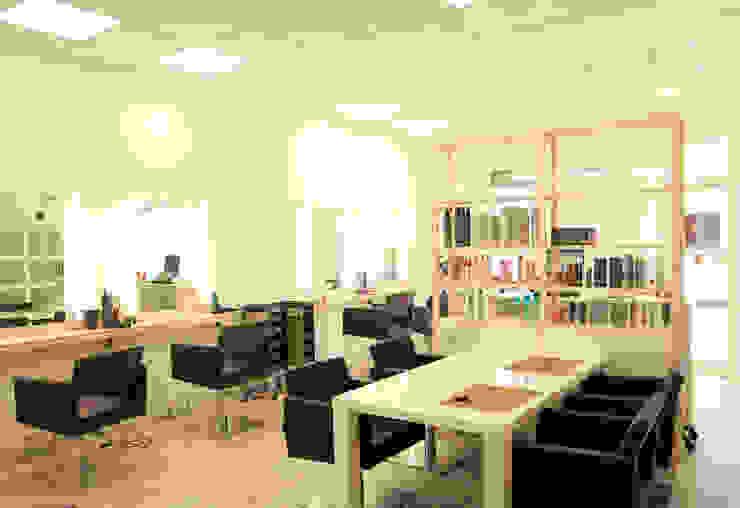 Reforma Peluqueria Oficinas y tiendas de estilo mediterráneo de Hidràulica Disseny Mediterráneo