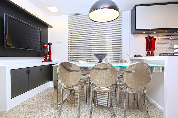 Modern dining room by RI Arquitetura Modern