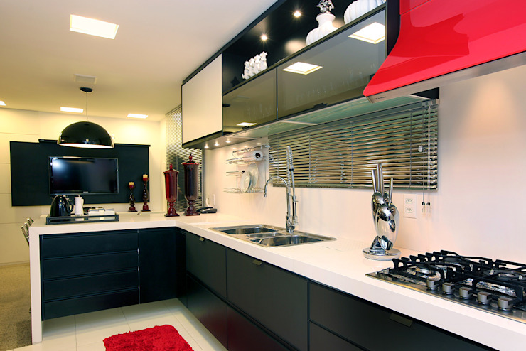 Renovação de Apartamento em Fortaleza RI Arquitetura Armários e bancadas de cozinha
