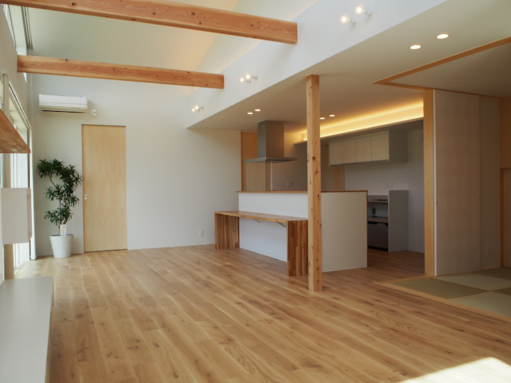 RAI一級建築士事務所 Modern Dining Room Solid Wood White