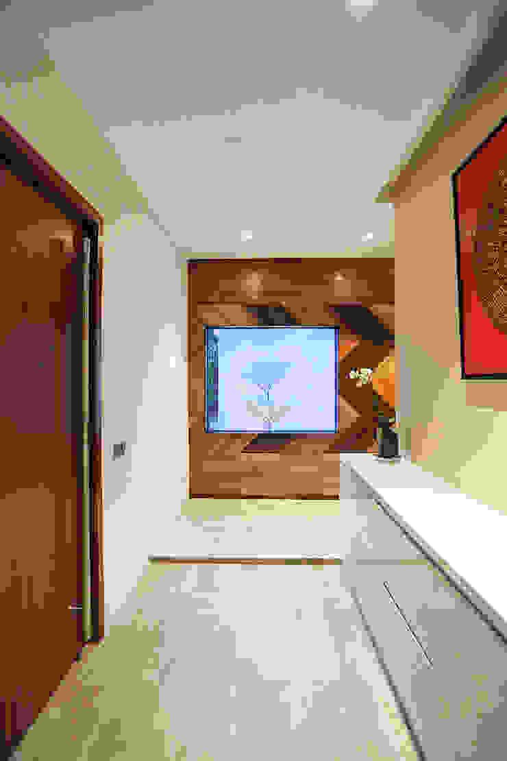 Studio BEVD Pasillos, vestíbulos y escaleras modernos