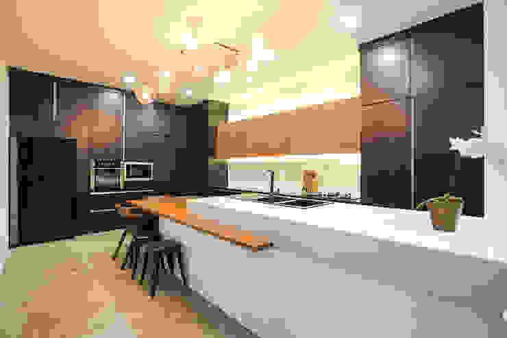 Studio BEVD Cocinas de estilo moderno