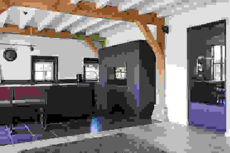 Verbouwing landelijke villa met moderne accenten Bob Romijnders Architectuur + Interieur Landelijke keukens