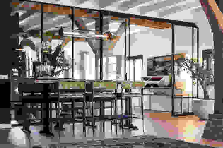 Verbouwing landelijke villa met moderne accenten Bob Romijnders Architectuur + Interieur Moderne eetkamers