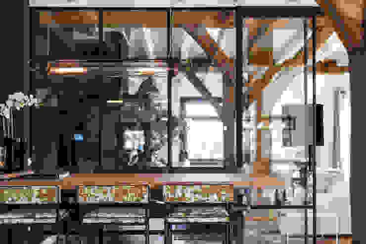 Verbouwing landelijke villa met moderne accenten Bob Romijnders Architectuur + Interieur Landelijke eetkamers