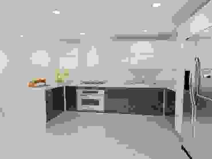 Modern kitchen by Erick Becerra Arquitecto Modern