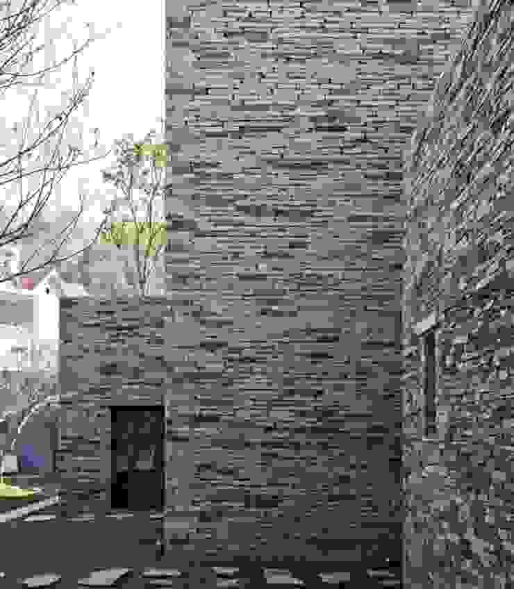 Đá chẻ đa quy cách ốp trang trí tường bởi CÔNG TY TNHH TM & DV HUY GIA THỊNH Hiện đại