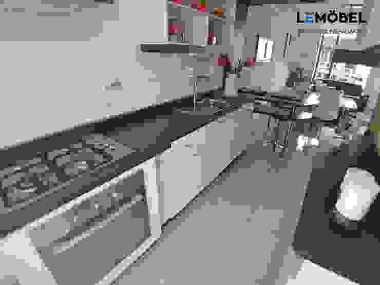 Cocina Vivienda Prada de Servicios Mobiliarios LeMöbel SpA Moderno