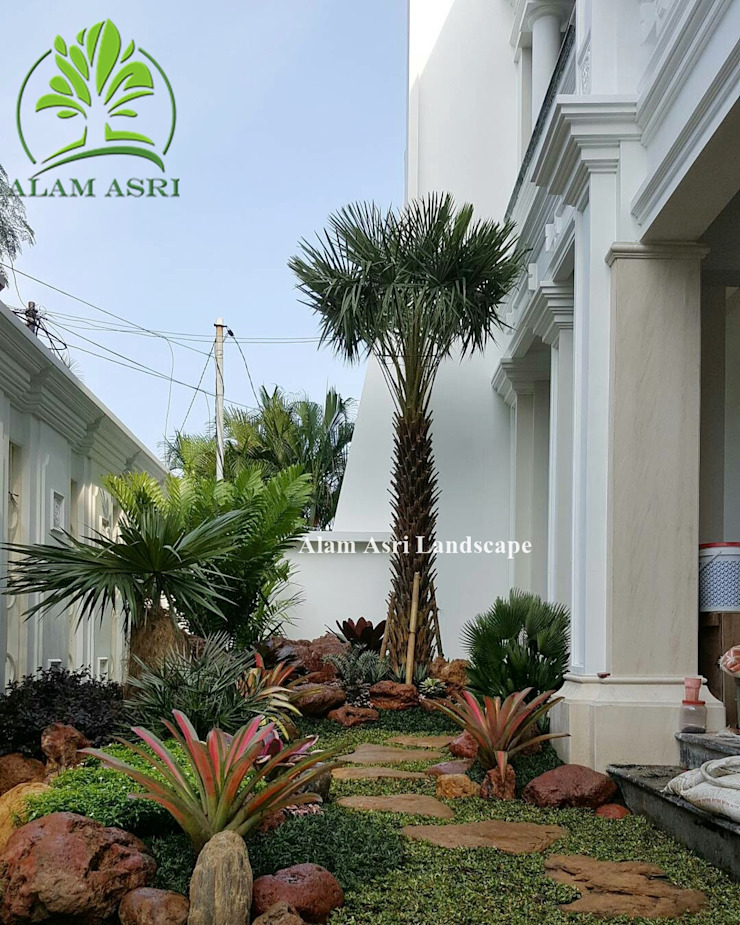 Taman Samping Rumah Oleh Alam Asri Landscape Minimalis Kayu Wood effect