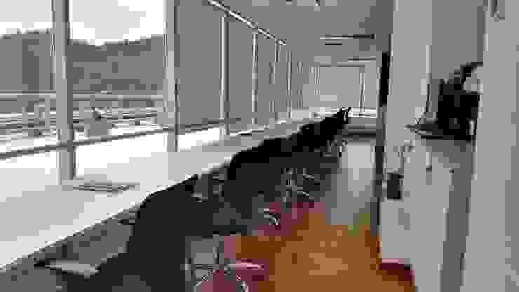 Estaciones de trabajo Oficinas y bibliotecas de estilo moderno de Lagom Studio Moderno Contrachapado