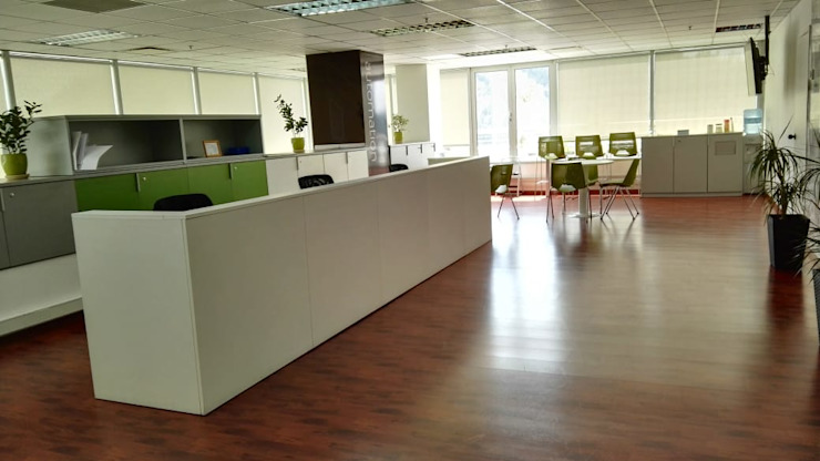 Mesón atención Lagom Studio Pasillos, vestíbulos y escaleras de estilo moderno Concreto reforzado Blanco