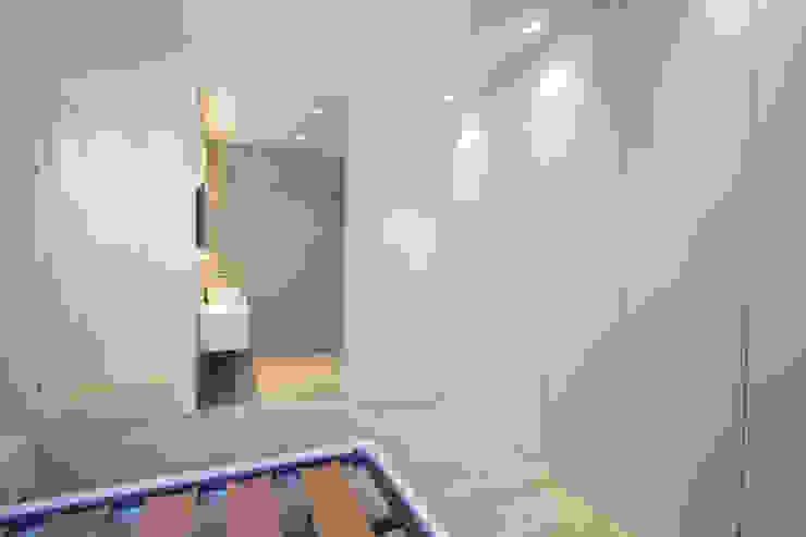 Reforma de piso en Oviedo Dormitorios de estilo moderno de Bocetto Interiorismo y Construcción Moderno