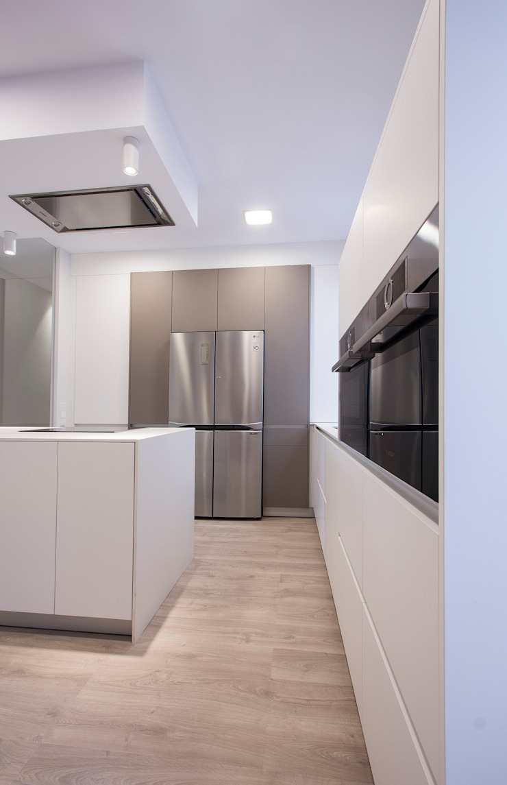 Reforma de piso en Oviedo Cocinas de estilo moderno de Bocetto Interiorismo y Construcción Moderno