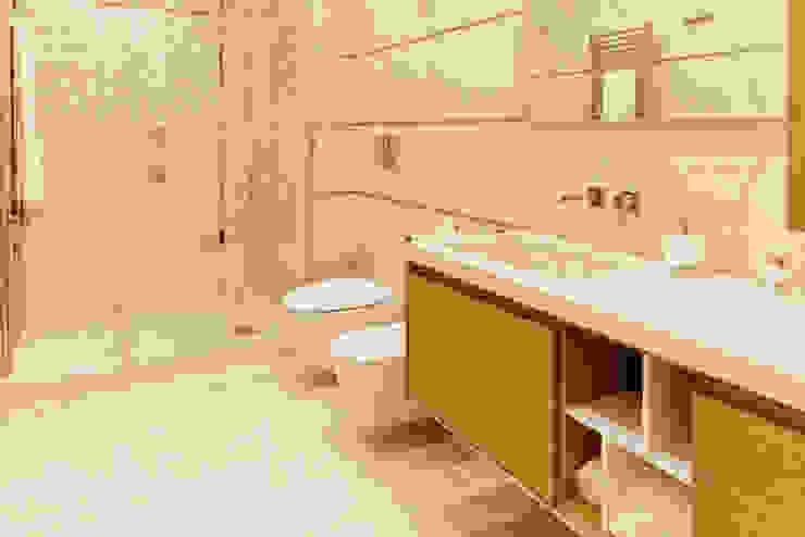 Bagno moderno in marmo e acciaio von CusenzaMarmi | homify