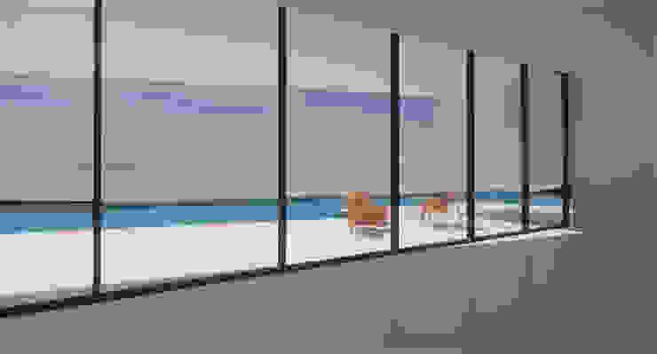 Minimalist living room by MASR | Estudio de arquitectura Minimalist