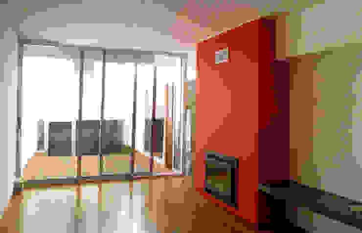 Salas de estilo minimalista de Triplinfinito arquitetura, design e vídeo Lda Minimalista