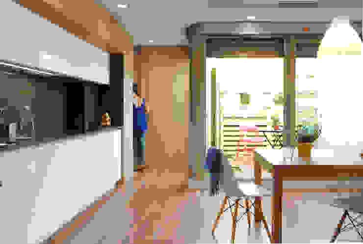 Vivienda para un músico Cocinas de estilo moderno de Loft 26 Moderno Madera Acabado en madera