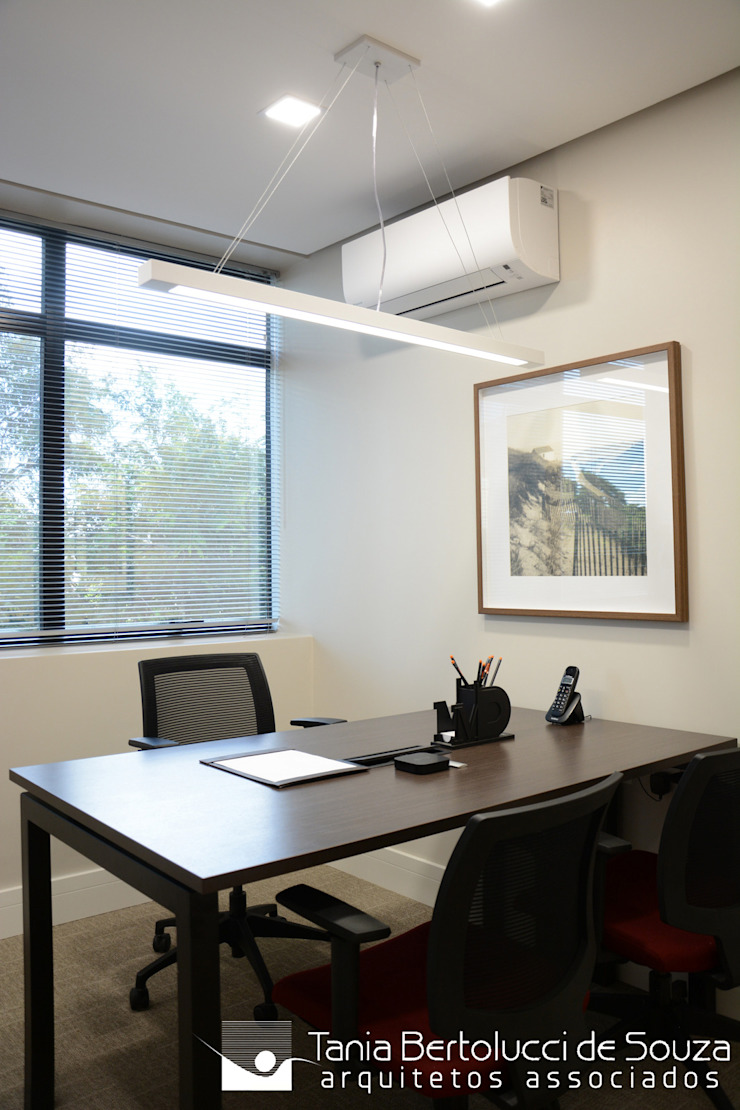 Escritório Escritórios modernos por Tania Bertolucci de Souza | Arquitetos Associados Moderno