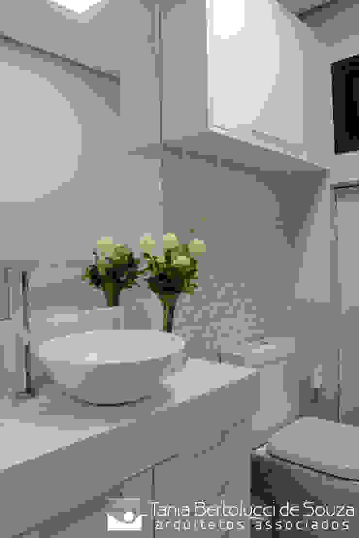 Lavabo Banheiros modernos por Tania Bertolucci de Souza | Arquitetos Associados Moderno