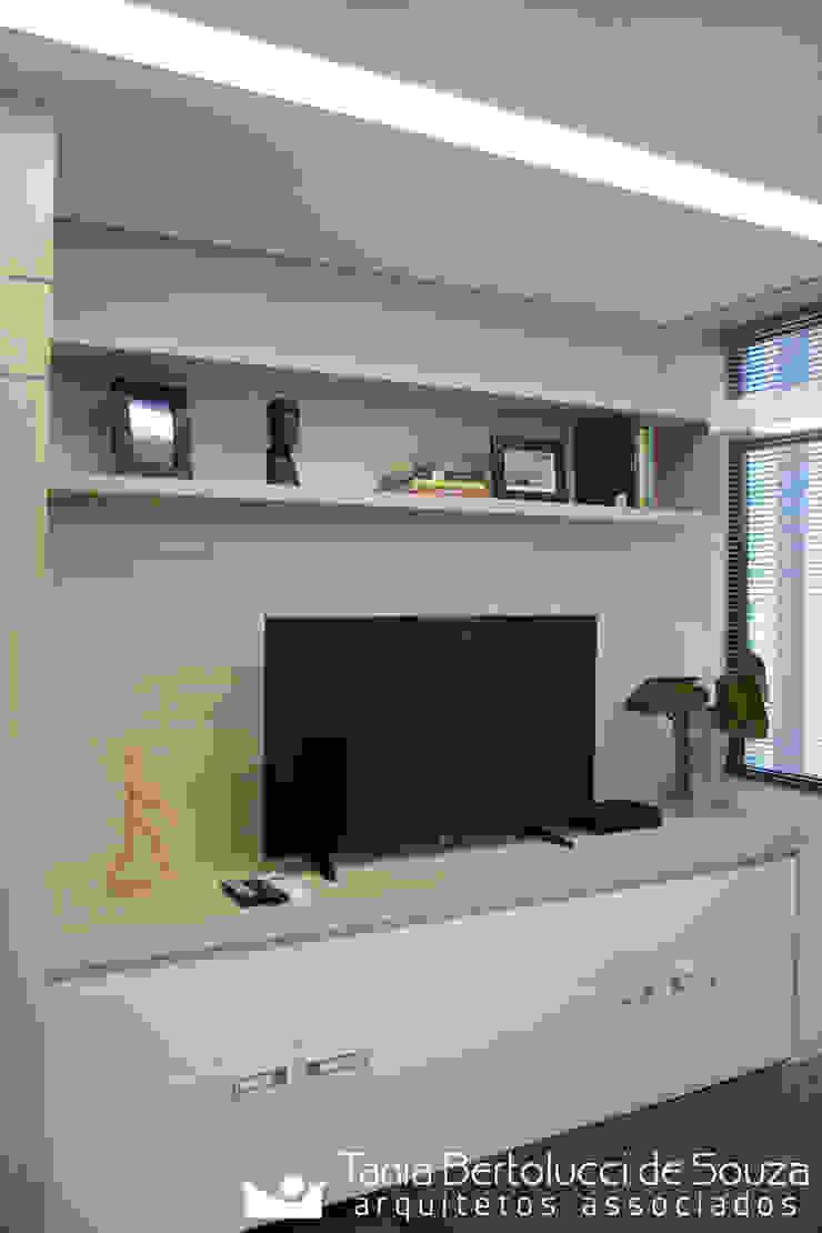 Sala de Reuniões Escritórios modernos por Tania Bertolucci de Souza | Arquitetos Associados Moderno