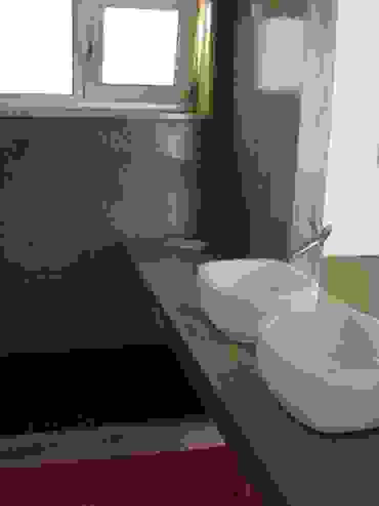Baños de estilo minimalista de Triplinfinito arquitetura, design e vídeo Lda Minimalista