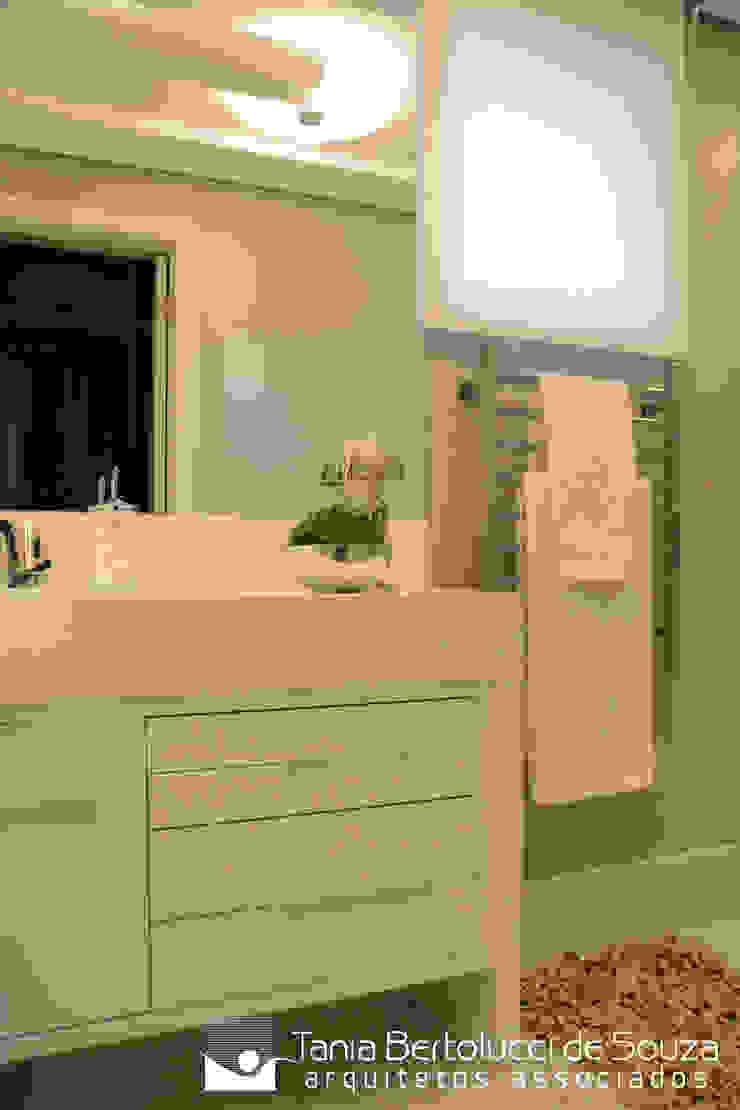 Banho Suíte Banheiros modernos por Tania Bertolucci de Souza | Arquitetos Associados Moderno
