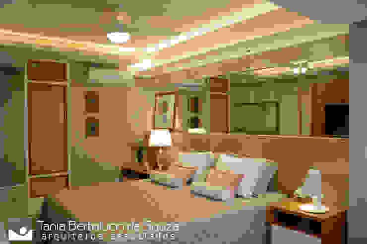 Suíte Casl Quartos modernos por Tania Bertolucci de Souza | Arquitetos Associados Moderno