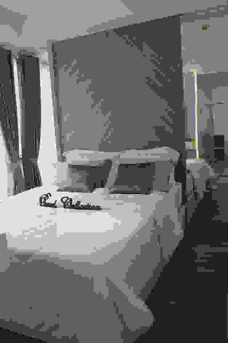 Double bed Kamar Tidur Minimalis Oleh POWL Studio Minimalis