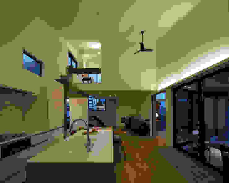 Modern Kitchen by arc-d Modern