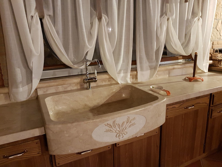 地中海デザインの キッチン の CusenzaMarmi 地中海 石