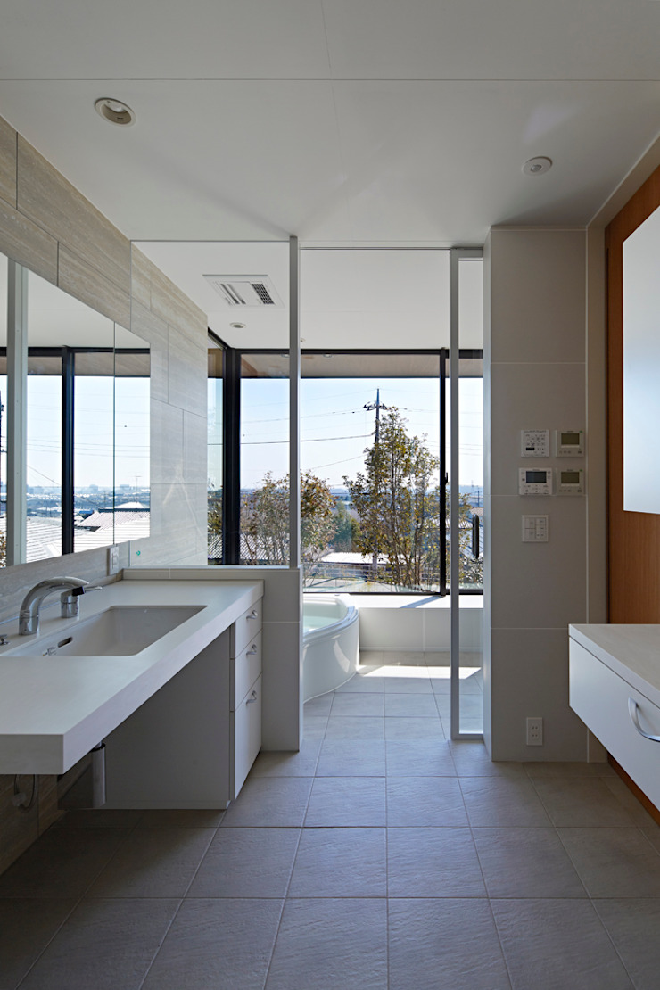 Modern Bathroom by arc-d Modern
