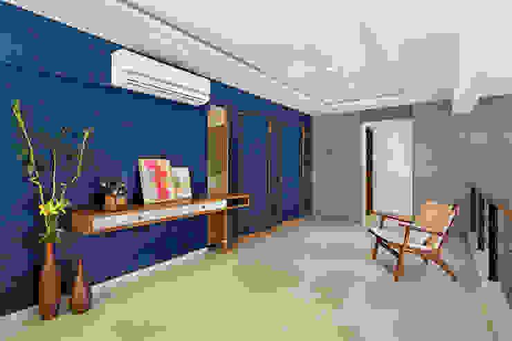 Industrialer Flur, Diele & Treppenhaus von Studio Nishita Kamdar Industrial