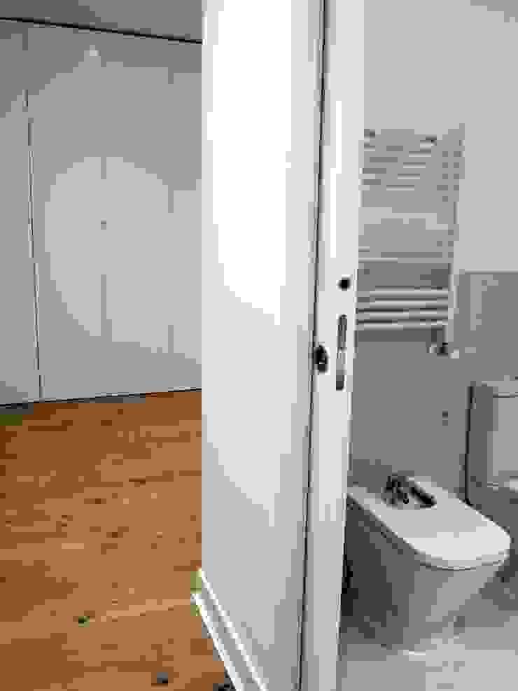 Salle de bain moderne par Reformmia Moderne