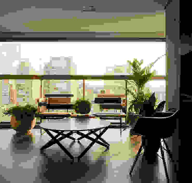 DAVID ITO ARQUITETURA Balcone, Veranda & Terrazza in stile moderno