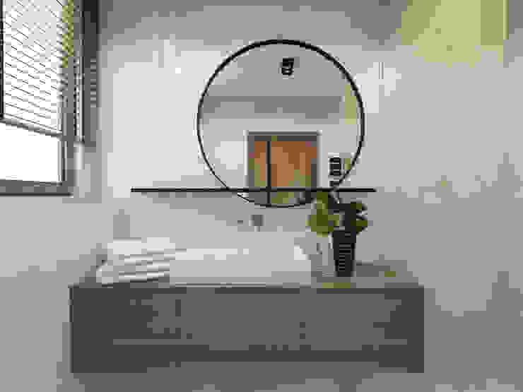 Modern Bathroom by UTOO-Pracownia Architektury Wnętrz i Krajobrazu Modern