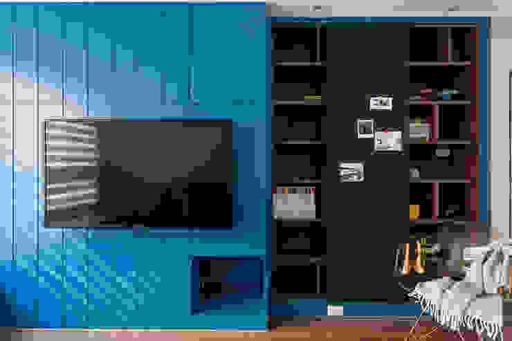 英國藍調 现代客厅設計點子、靈感 & 圖片 根據 京彩室內設計裝修工程公司 現代風