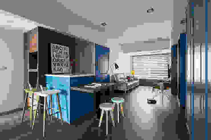 英國藍調:  廚房 by 京彩室內設計裝修工程公司,