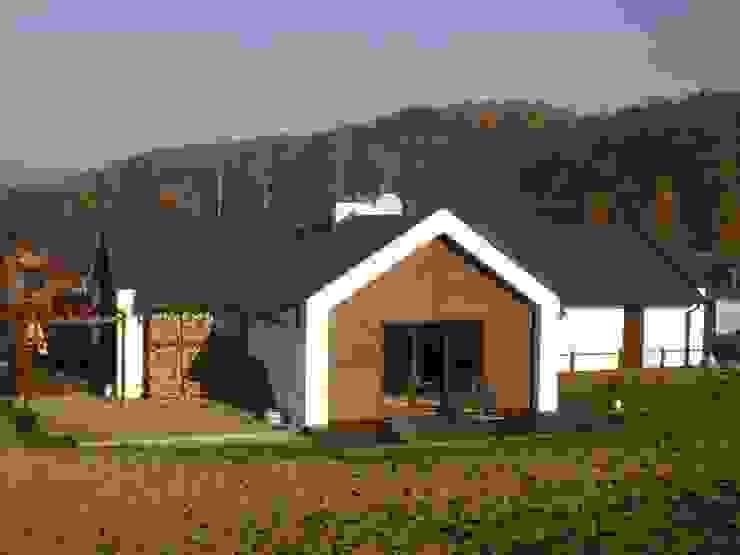 Construção ecologica com acabamento em madeira por Isothermix Lda Campestre