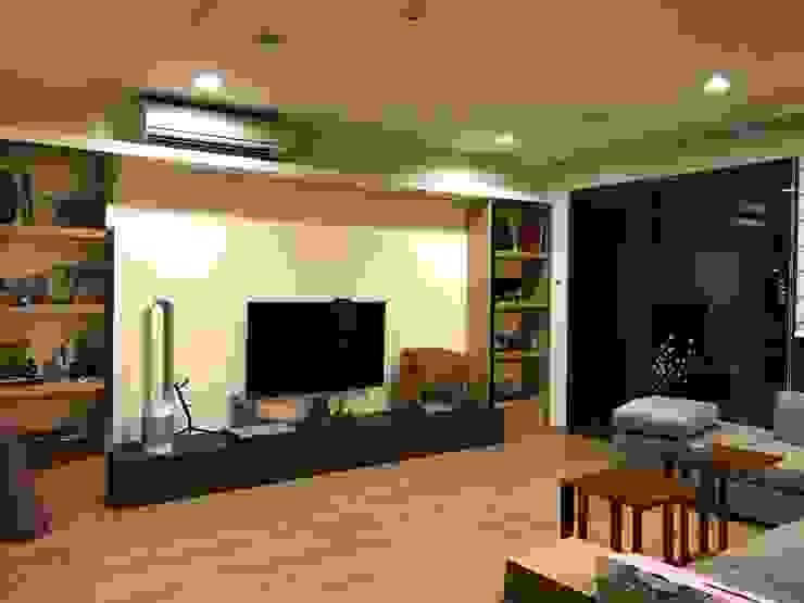 沉穩簡約客廳 根據 圓方空間設計 日式風、東方風 合板