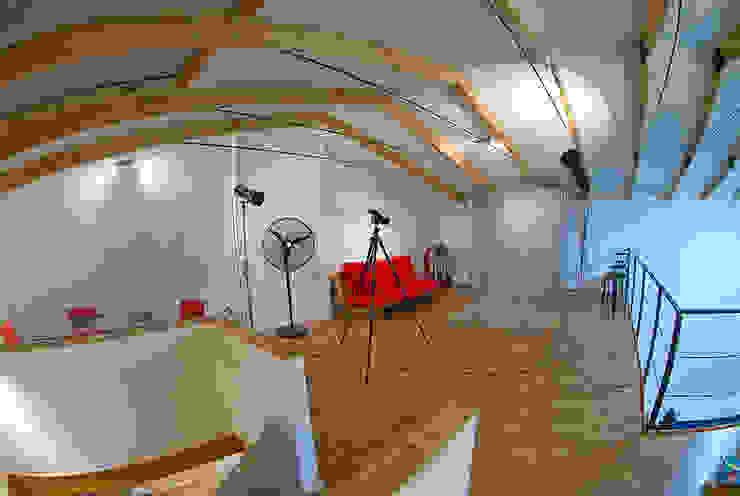 Segundo piso Oficinas y bibliotecas de estilo ecléctico de homify Ecléctico Madera Acabado en madera